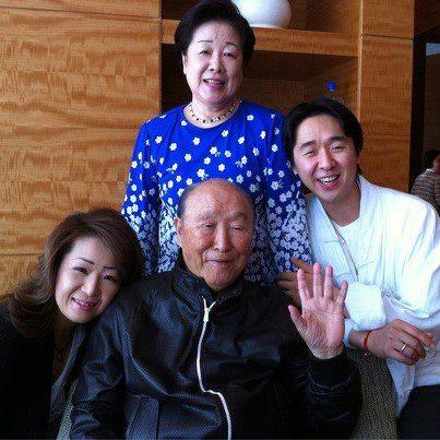 Dr. og fru Moon med In-jin og Hyung-jin