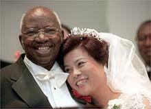 Erkebiskop Emmanuel Milingo og Maria Sung Ryae Soon, Hilton Hotel New York, 27. mai 2001