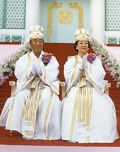 Pastor Sun Myung Moon og hans kone under en massevielse, (7. februar 1999)